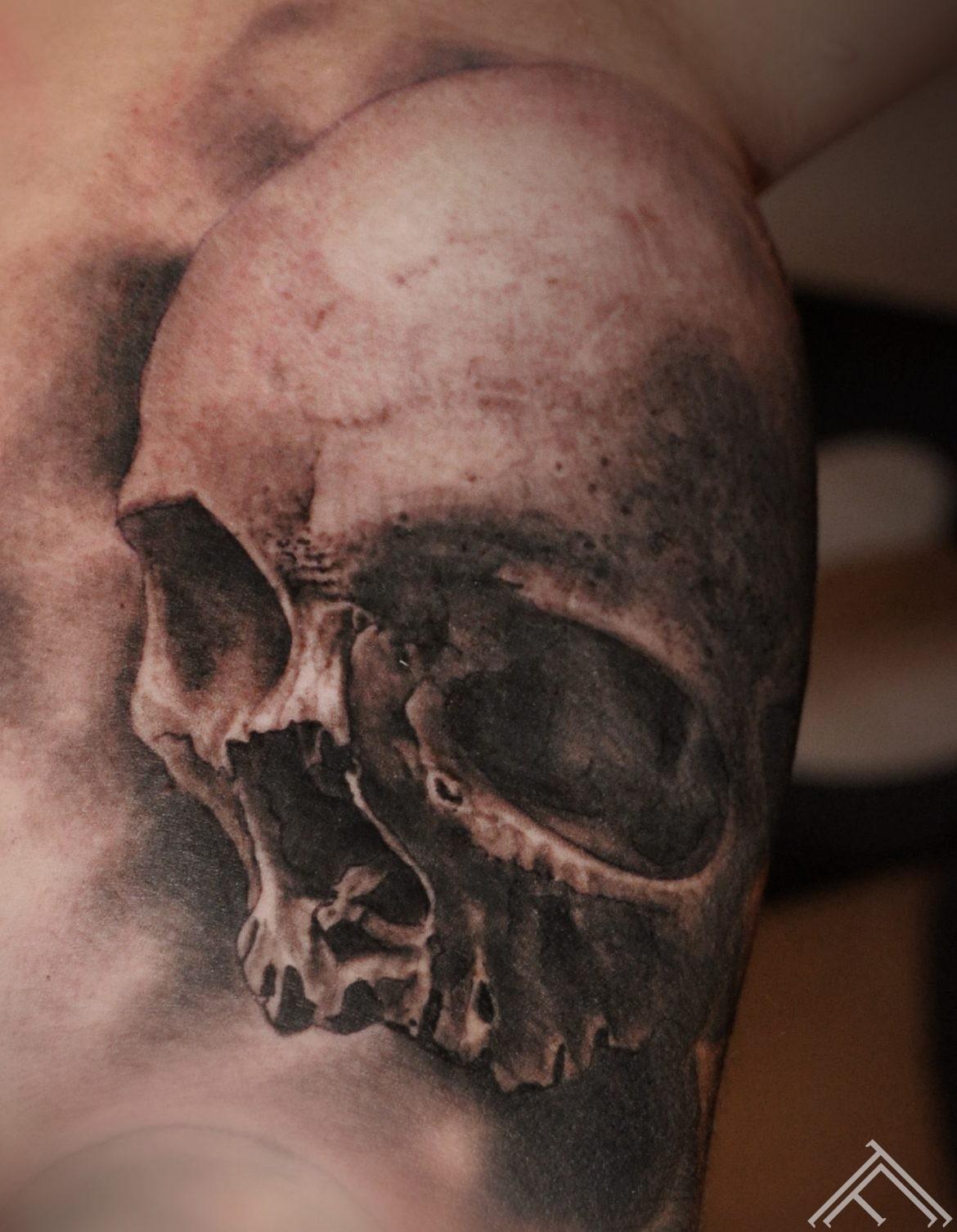 skull-galvaskauss-tattoo-tetovejums-riga-tattoofrequency-art-maksla-marispavlo