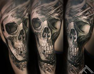 skull-tattoo-tattoofrequency-riga-marispavlo-art-tetovejums-galvaskauss