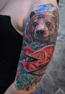 bear-lacis-sketch-skice-graphic-grafisks-rose-roze-triangle-tijsturis-avenes-raspberry-strawberry-ogas-berry-custom-tattoofrequency-riga-art-latvija-marispavlo-tetovejums-salons-bodyart-marispavlo-tattooartistfb-mp