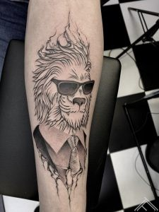 lion-sunglases-animal-graphic-cartoon-dmitrijsrazins-tattoo-tattoofrequency-art