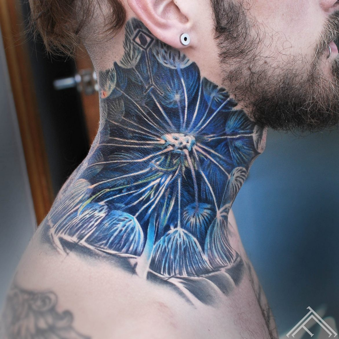 neck-tattoo-tattoofrequency-marispavlo-pienene-tetovejums-riga